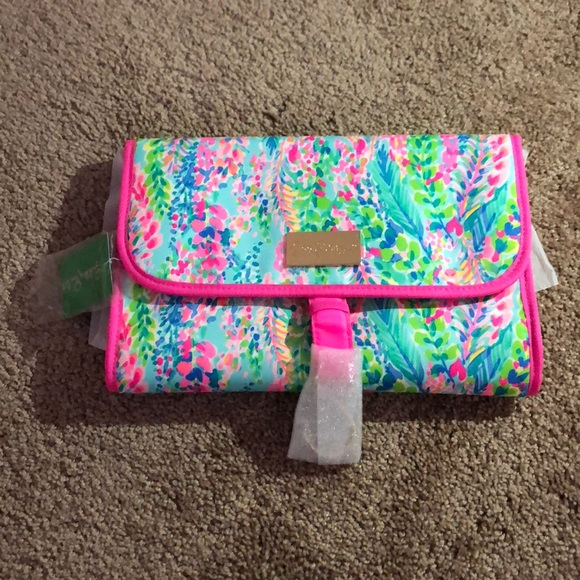 e3258b1b46 Lilly Pulitzer Travel Cosmetic Set